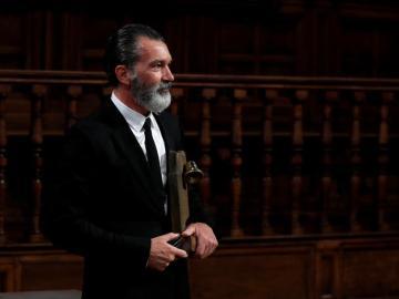 El actor Antonio Banderas tras recibir un premio