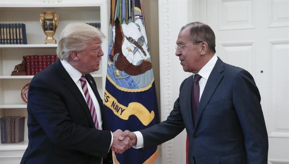 Donald Trump y Seguéi Lavrov, en su encuentro en la Casa Blanca