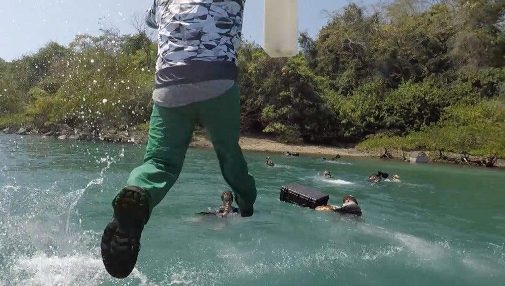 Los participantes desembarcan en La Isla