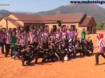 Un instituto de Tanzania animando al Bilbao