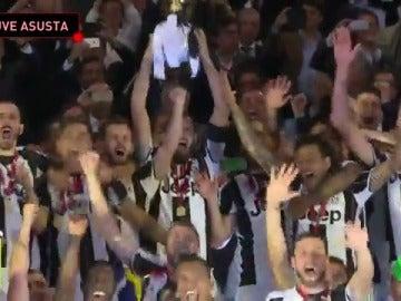 Frame 10.572079 de: La Juventus conquista su primer título