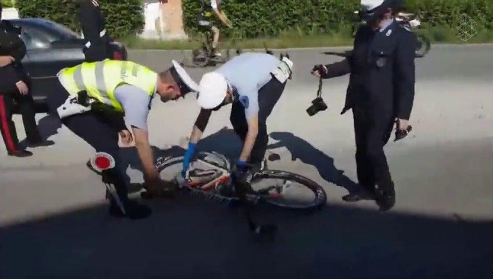 Frame 35.947372 de: Así fue el atropello de un coche a Nicky Hayden cuando entrenaba en bicicleta