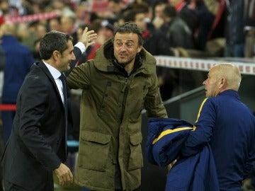 Luis Enrique y Ernesto Valverde se saludan antes de un partido