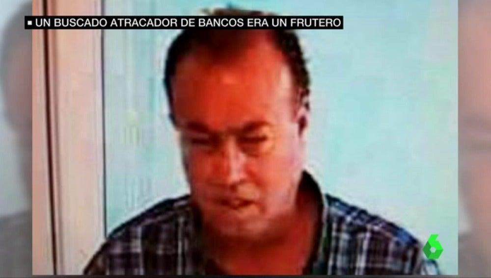 Frame 29.966204 de: Cazan a uno de los atracadores más buscados: usaba una pistola como la de Harry El Sucio y era frutero