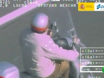 Un conductor cometiendo una infracción