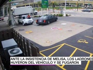 Una mujer evita que le roben el coche