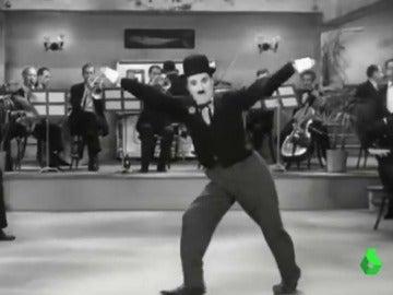 Imagen de una película de cine mudo de Chaplin