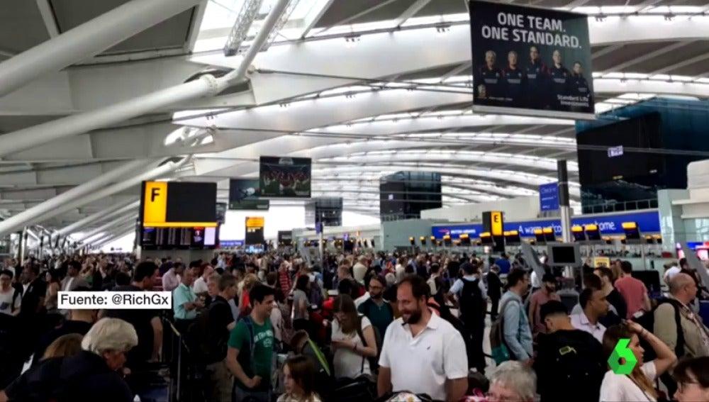 Una caída del sistema informático de British Airways provoca retrasos a nivel mundial
