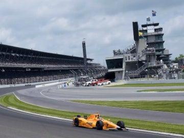 Alonso lidera las 500 Millas de Indianápolis