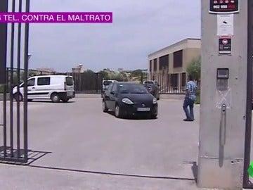 Frame 1.208944 de: Un hombre mata a una compañera en su centro de trabajo y se ahorca en Murcia