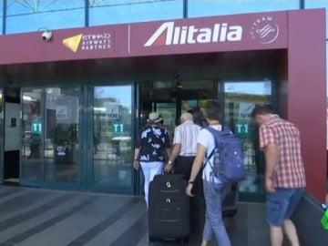 La compañía aérea Alitalia cancela 200 vuelos por huelga de su personal