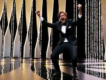 El director sueco Ruben Östlund reacciona tras ganar la Palma de Oro en Cannes