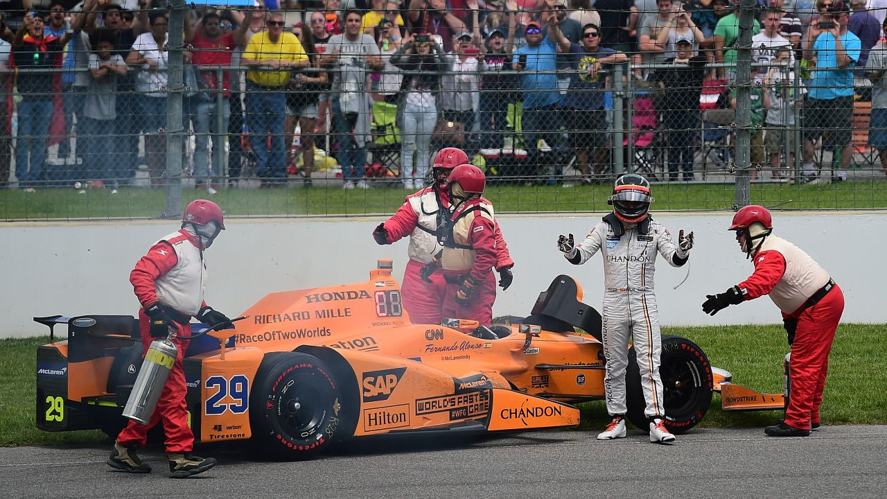 Fernando Alonso, tras su abandono por rotura de motor en Indianápolis