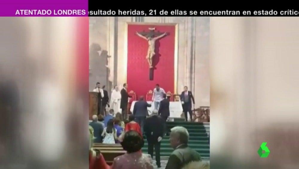 """Frame 0.745987 de: Detenido por interrumpir una boda en Valladolid al grito de """"Alá es grande"""""""