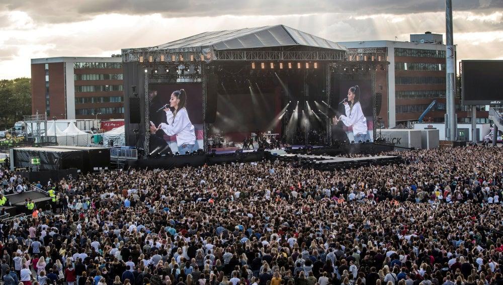 Manchester homenajea a las víctimas del atentado terrorista con un concierto simbólico