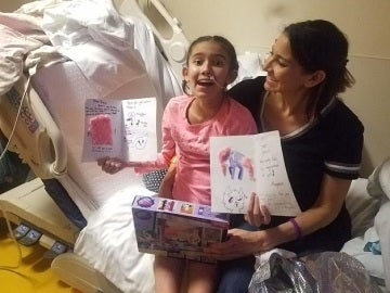 La pequeña Annalize Lujan tras despertar del coma