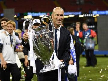 Zidane con la Duodécima Copa de Europa del Real Madrid
