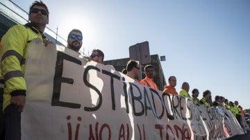 Estibadores en el puerto de Bilbao