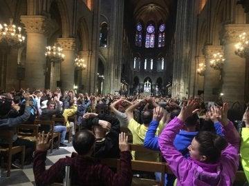 Interior de Notre Dame tras el ataque a un policía
