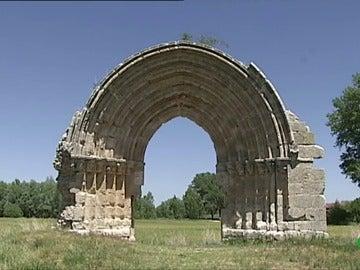 Arco del siglo XII deteriorado