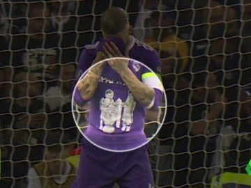Frame 5.877142 de: ¿Qué llevaba Ramos debajo de su camiseta por si marcaba en la final de Champions?