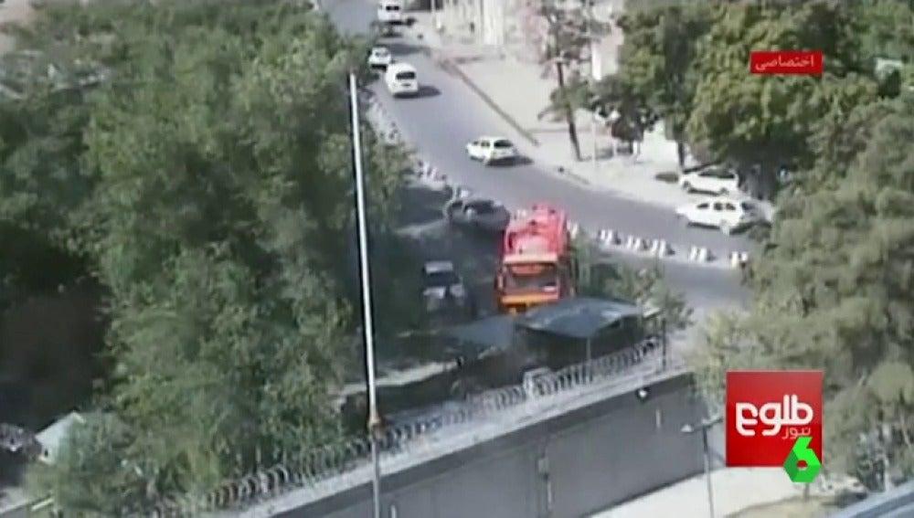 Camión bomba en Kabul antes de estallar