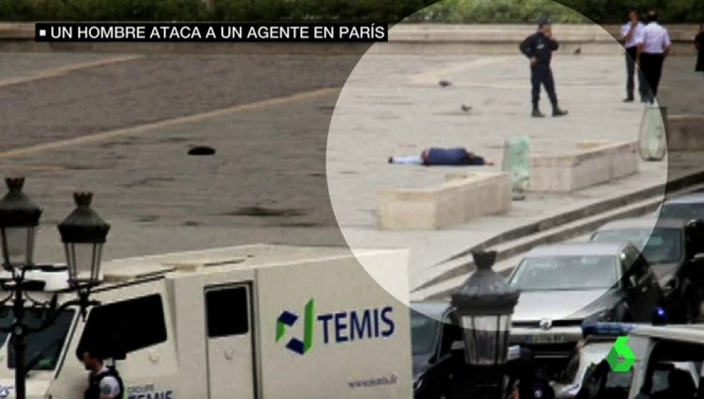 Frame 13.429148 de: Neutralizado un hombre tras atacar con un martillo a un Policía frente a Notre Dame en París