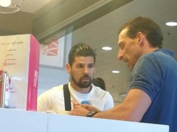 Nolito, fotografiado junto director deportivo del Sevilla