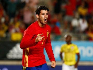 Álvaro Morata celebra un gol con la selección española