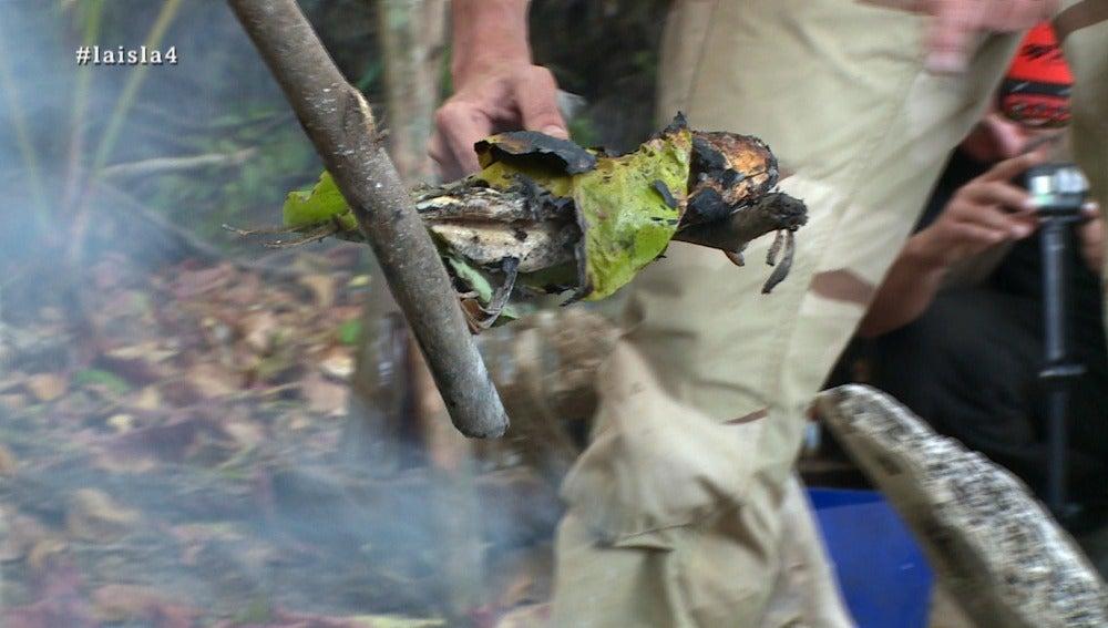Un pez, la comida de los aventureros en La Isla