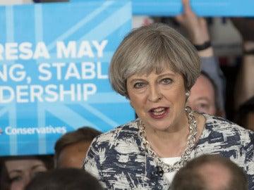Theresa May en un acto electoral