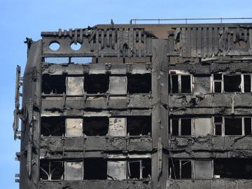 Las últimas plantas de la Grenfell Tower, el edificio incendiado en Londres