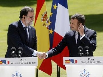 Primer encuentro entre Rajoy y Macron