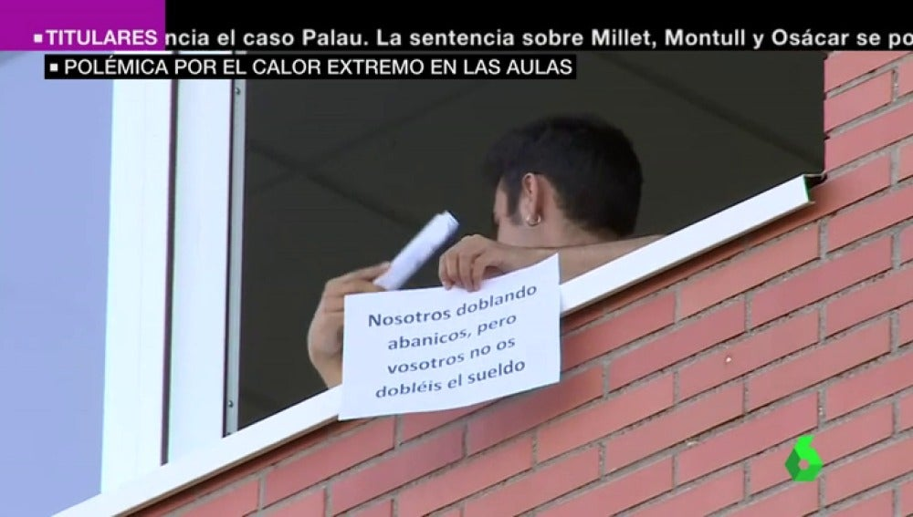 Un alumno protesta contra el calor en las aulas