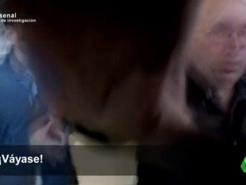 """Jesús Prieto golpea una cámara de Equipo de Investigación mientras vende armas a sus clientes: """"Te parto la boca"""""""