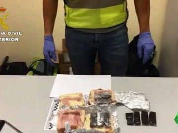 Los bocadillos con hachís incautado por la Guardia Civil