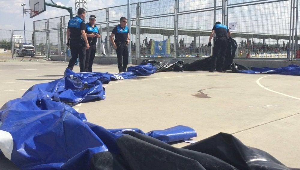 La policía y los servicios de emergencias, en el colegio de Leganés donde ha tenido lugar el accidente