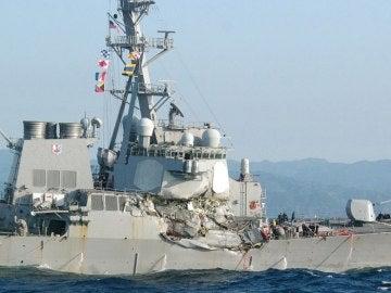 El USS Fitzgerald, dañado tras el impacto