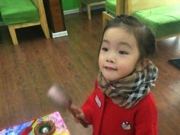 Una niña fallece después de que su profesora le tapase la boca con cinta aislante y pegamento.