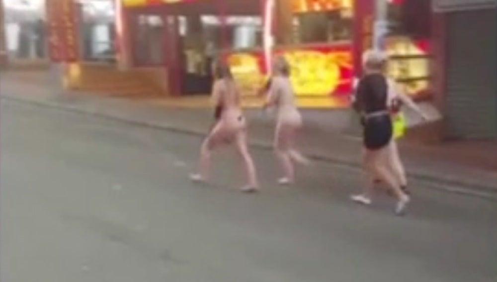 Las jóvenes desnudas por Magaluf