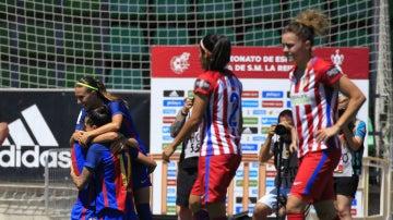 Las chicas del Barcelona celebran un gol