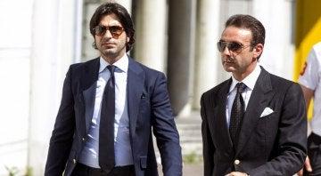 Enrique Ponce y Javier Conde a su llegada a la capilla ardiente de Iván Fandiño
