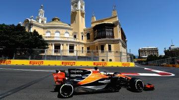 Alonso rueda en Bakú