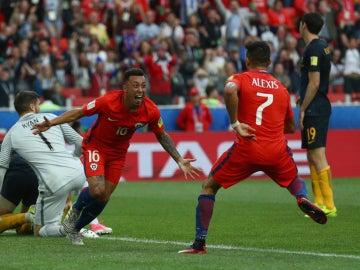 Chile celebra un gol ante Australia