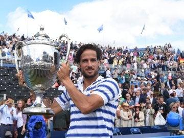 Feliciano López levanta el trofeo de Queens
