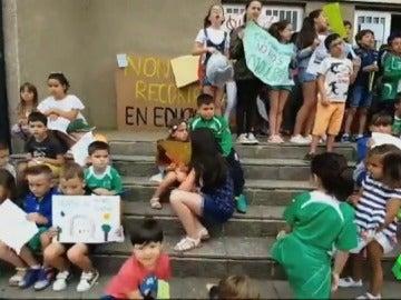 """Galicia comunica el último día de clase que echa el cierre de varios colegios: """"Estamos desesperados"""""""