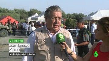 """El ministro Zoido pide comprensión y tranquilidad tras el incendio en Huelva: """"La situación está controlada"""""""