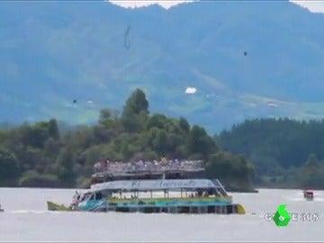 Hundimiento de un barco turístico en Turquía