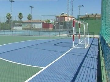 Un niño de 12 años muere en Sevilla tras recibir un balonazo en el pecho en un partido de fútbol sala
