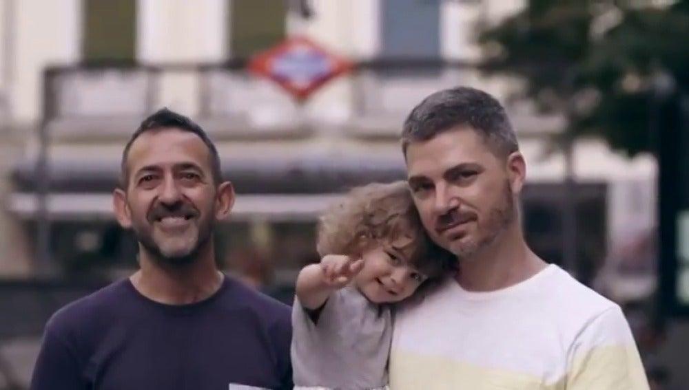 París 'cede' a Madrid el título de 'ciudad del amor' durante el Orgullo LGTBI